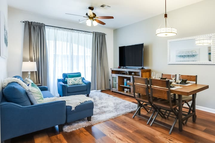 Just Steps from Clubhouse! Cozy and Luxurious in Vista Cay - 2BD/2BA  #2VC500