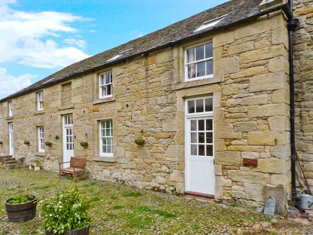 THE LEES STABLES, pet friendly in Coldstream, Ref 24581