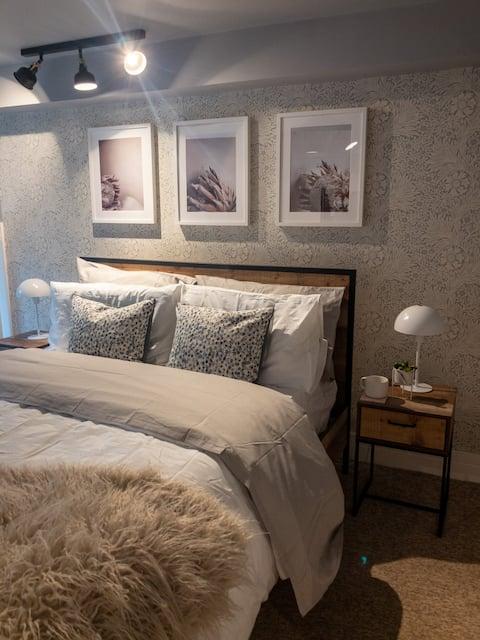 Contemporary 1 bed studio apartment