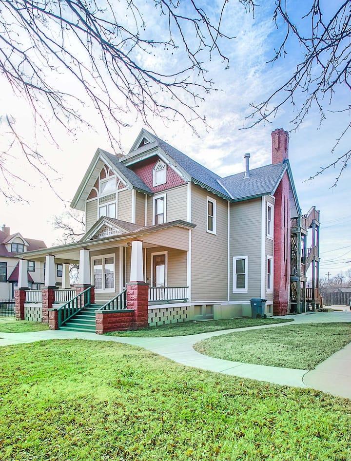 Purdue House - 7 BR/4 BA, near Arena & Via Christi