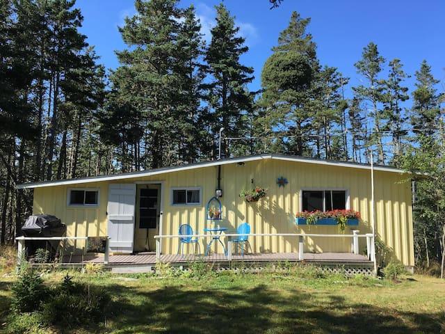 Rustic Sea Breeze Cozy Cottage