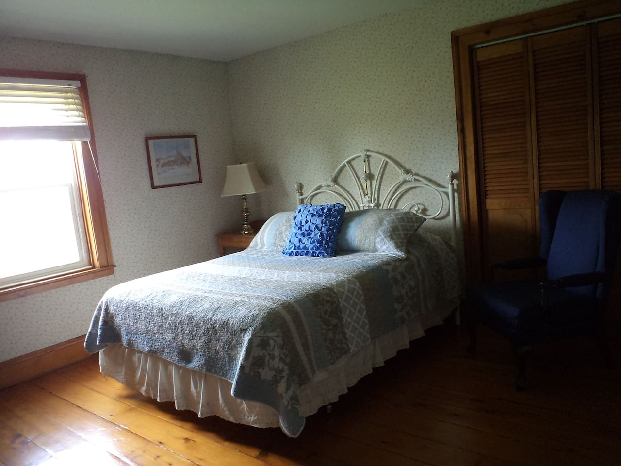 Private spacious room with a comfortable queen size bed.