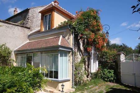 Maison de charme dans hameau classé - Savigny-le-Temple - 独立屋
