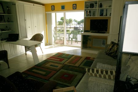 Small but charming Oceanview studio - New Smyrna Beach
