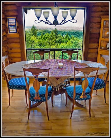 Gorgeous View acres Retreat, Relax, Reunite & Play - Shawnigan Lake - House