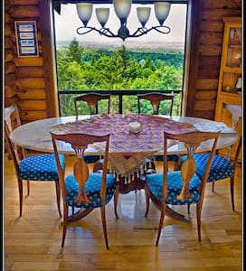 Gorgeous View acres Retreat, Relax, Reunite & Play - Shawnigan Lake - Casa