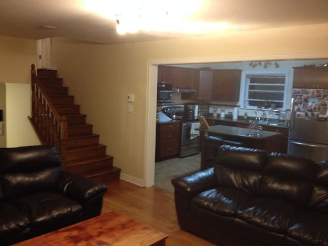 Big, Private, Shopping, Near DT, Golf, KidFriendly