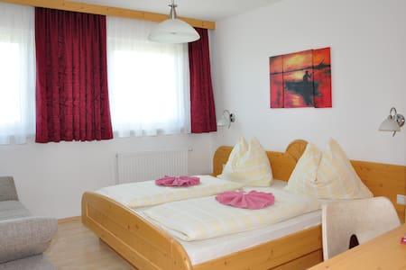 Wohlfühlzimmer in den Bergen - Mauterndorf - Szoba reggelivel
