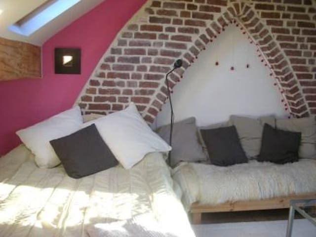 Totnes B&B Attic Room - Self-contained, en suite