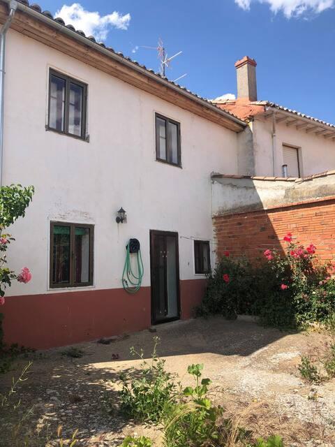 4 bedrooms and enclosed garden inTierra de Campos!