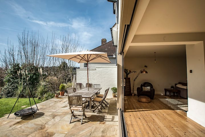 Indoor outdoor living space, large terrace - Brighton - Hus