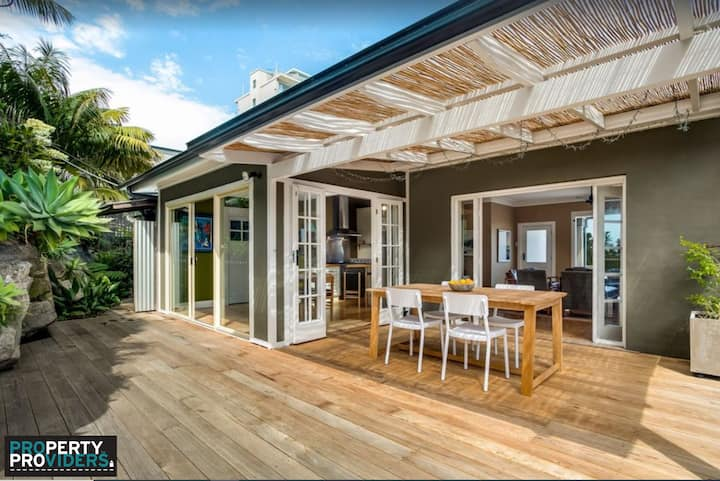 PROS - Manly By The Rocks Executive Rental