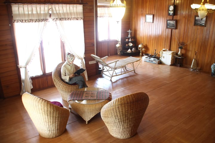 VIP room Palanta Roemah Kajoe - Padang Selatan - Konukevi