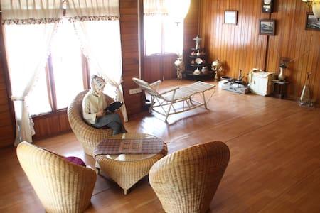 VIP room Palanta Roemah Kajoe - Padang Selatan