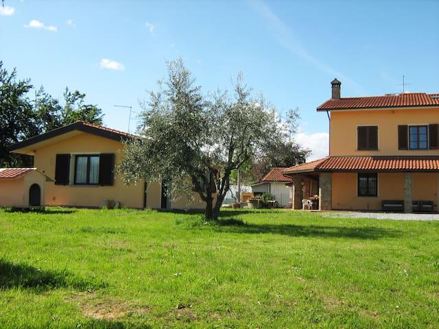 accogliente appartamento immerso nel verde - San Salvatore - Casa
