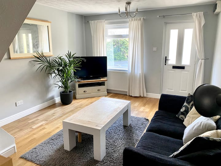 Entire house to rent; free parking leeds city