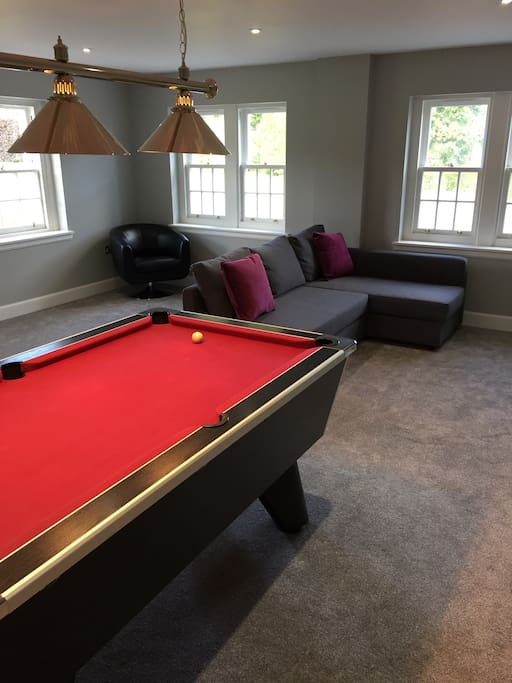 Spacious open plan studio flat with pool table
