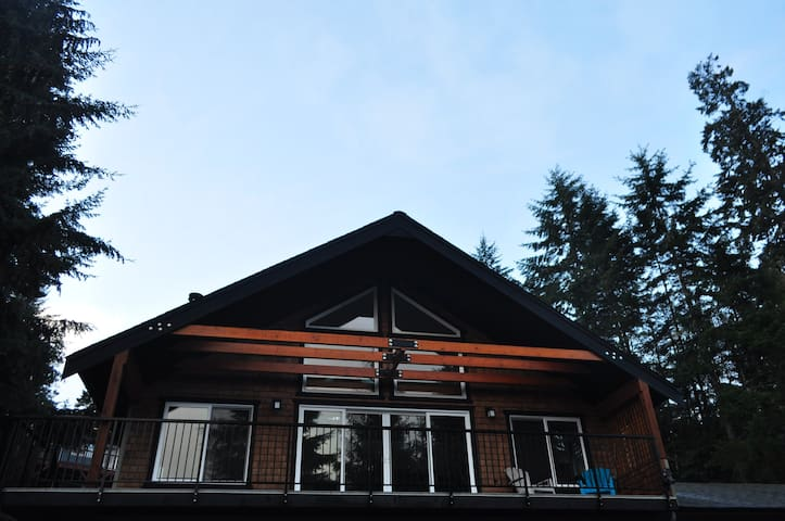 Loft-Style suite in the forest - Sooke - Çatı Katı