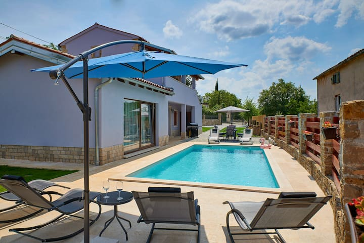 Villa with swimming pool in heart of Istria