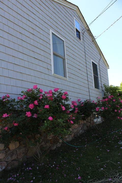 Beach Cottage 1 Mile From Weekapaug & Misquamicut