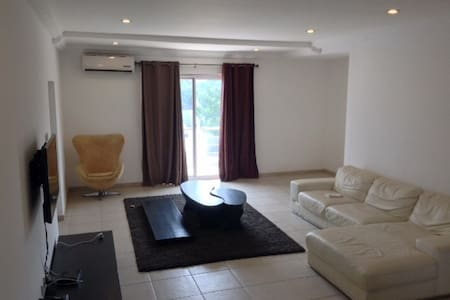 Downtown Oasis - 3Bedroom Apartment - Accra