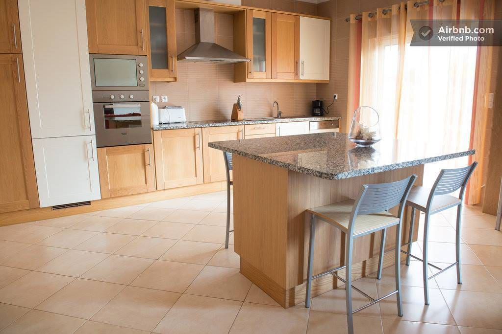 Use of fully equipped modern kitchen .