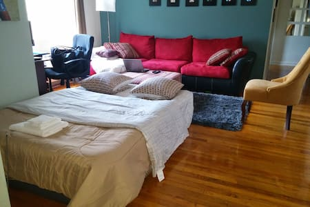 Bed nr Metro/ Airbed / - Apartment