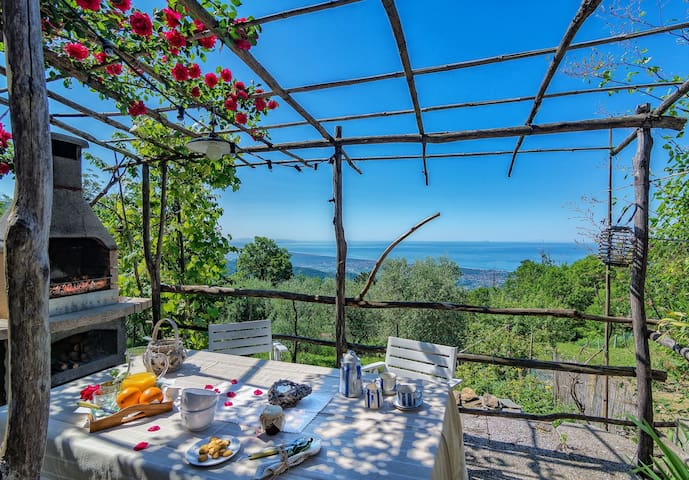 Romantic House for 6 People in Tuscany with Sea View, Wifi, Garden, 2 Bedrooms, 1 Bath