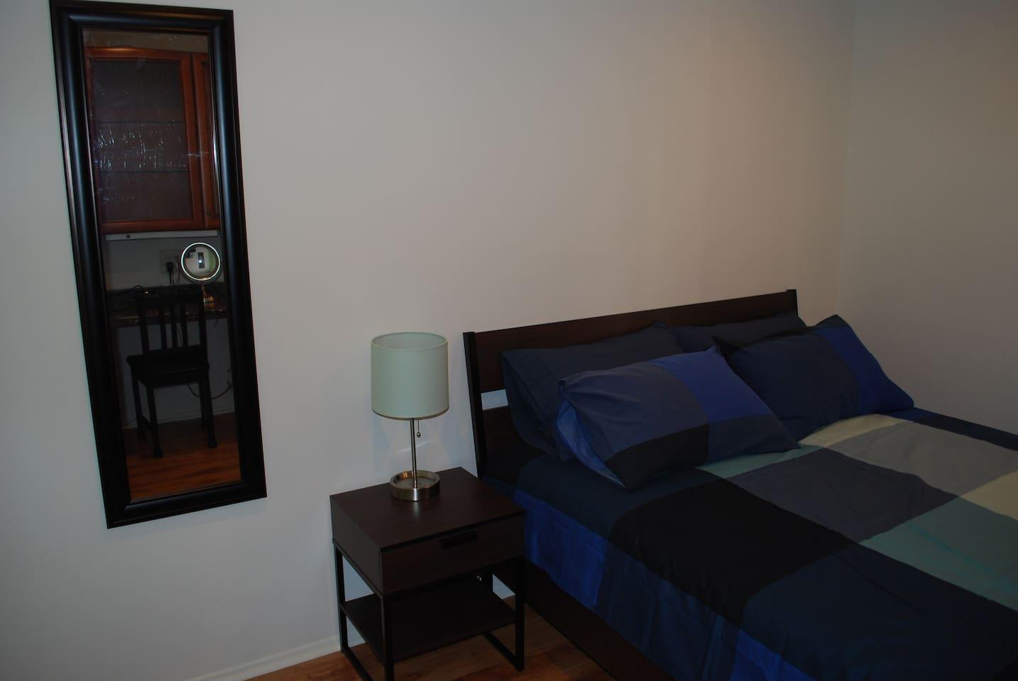 Green Room/ luxury condo/ all new/ TV/near freeway