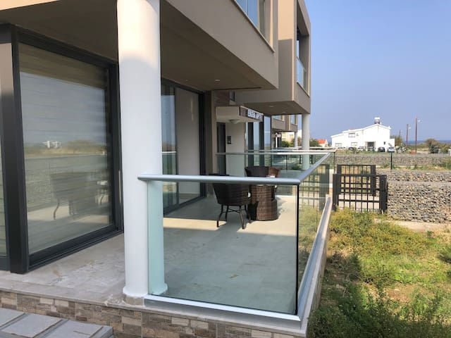 2 bedroom apartment close to the beach in Kyrenia