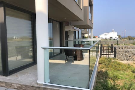 2 bedroom apartment close to the beach in Kyrenia