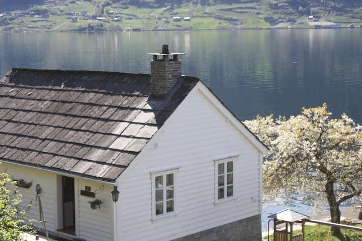 Drengastova i Hardangerfjorden