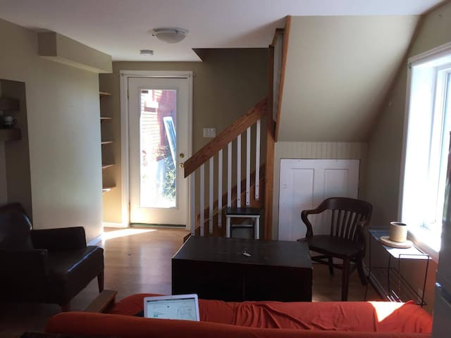 Cozy Apartment loft in between Kitchener/Waterloo - Kitchener - Flat