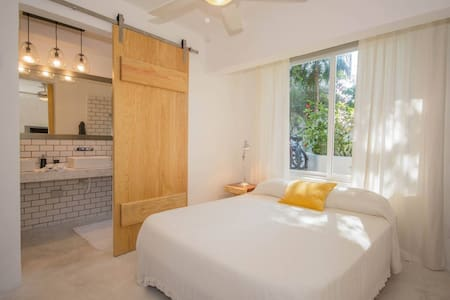 NEWLY RENOVATED Studio Steps Away from Beach