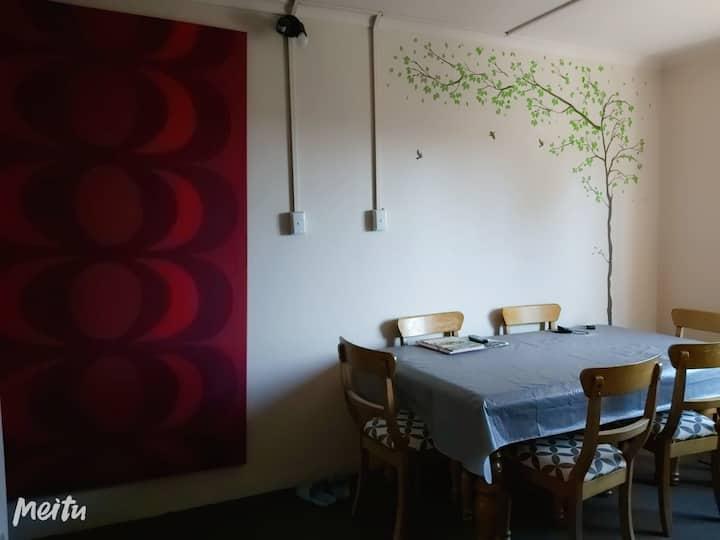 Single private room near airport & shoppingcenter
