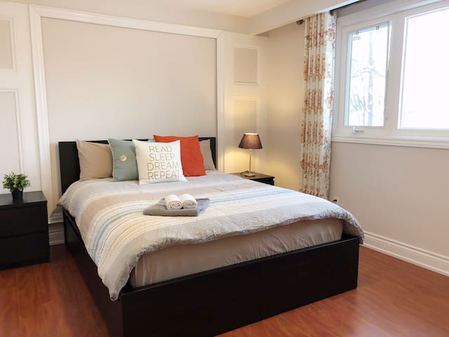 Private room w/ en-suite in lovely home