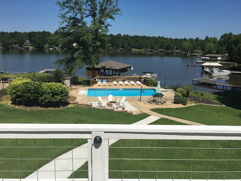 Sunset Cove- Lake Front Private Pool, Dock & Fence