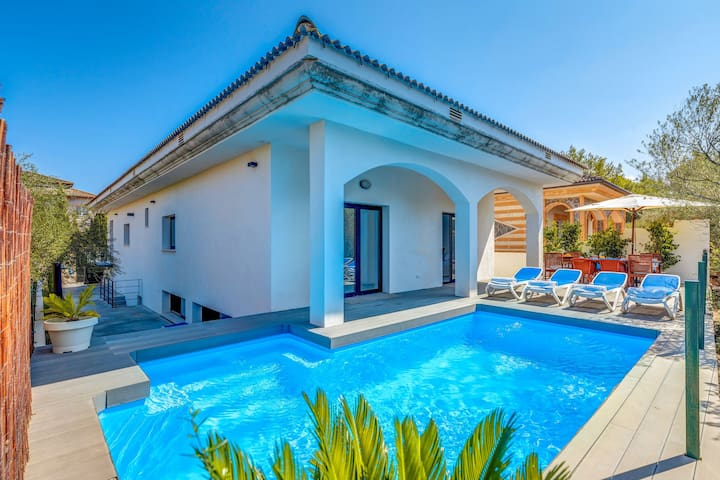 Modern Villa Marina with Pool, Garden, Terrace, Wi-Fi & Air Conditioning; Garage Available, Pets Allowed Upon Request