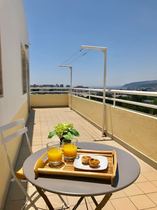 Amazing terrace with a view over the river Sado and town.