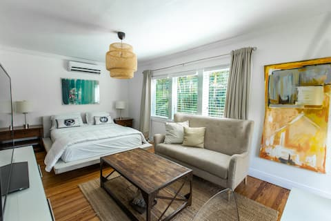 Cozy Remodeled Private Guest House