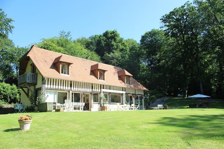 Maison dans domaine privée avec piscine & tennis