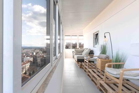 Cristo Rei Apartment - Great views & free Parking