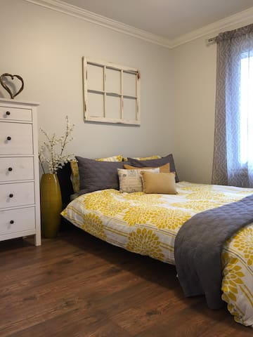 Charming bedroom with private bathrooms - Waterloo - Huis