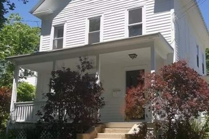 Private Amherst Center Farmhouse/Townhouse