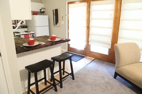 Private suite near Marietta square. No hidden fees