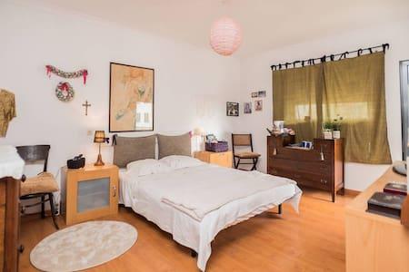 A very cozy room - Lisbon South Bay (private bath) - Alcochete - Leilighet