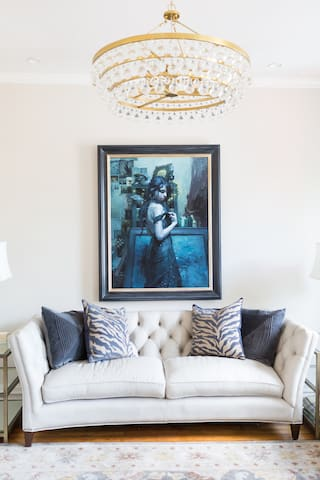 Exquisite, romantic, elegant style awaits you here at the Gallery, with beautifully adorned furnishings and 21st century amenities.