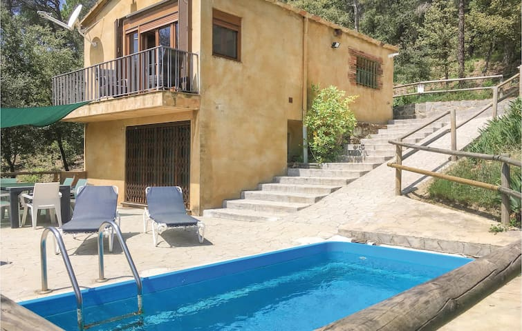 Holiday cottage with 3 bedrooms on 58m² in Santa Pellaia