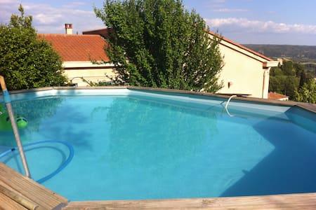 Chambre au calme avec accès piscine, terrasse - Volx