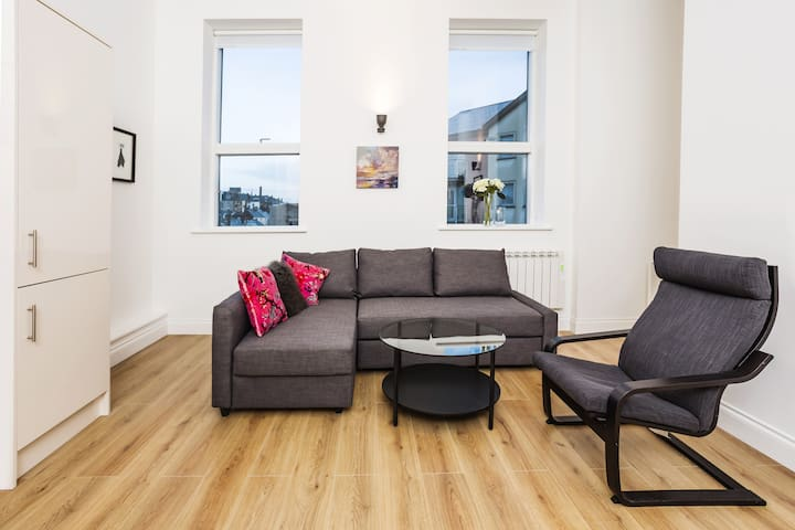 Wonderful City Centre Two Bedroom Apartment